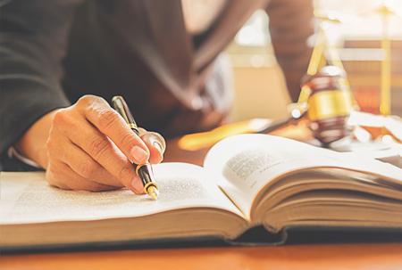 Qual é a diferença do direito preventivo / consultivo e contencioso?