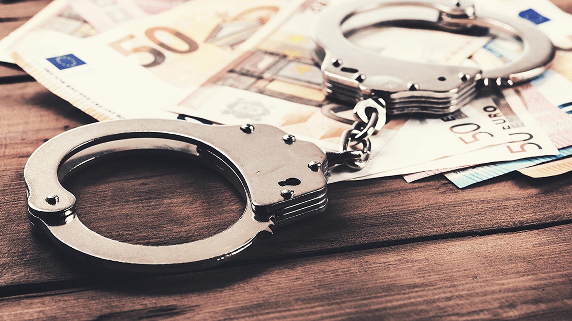 Quais são os crimes tributários na legislação brasileira?